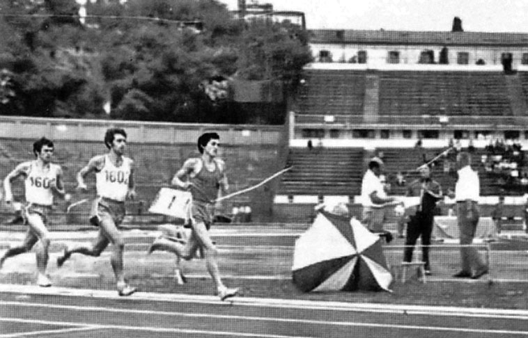 Ilie Floroiu, urmat de Stelian Marcu şi Cătălin Andreica în 24 mai 1975, într-o probă de 10.000 m. Scan - cartea Floroiu de Narcis Găvan