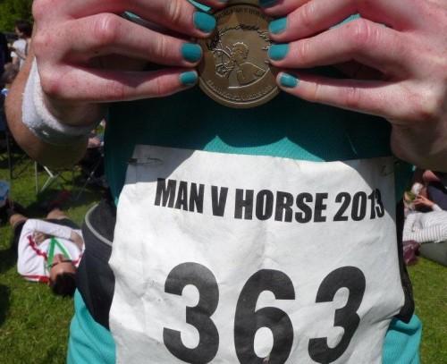 Medalia la Man Versus Horse