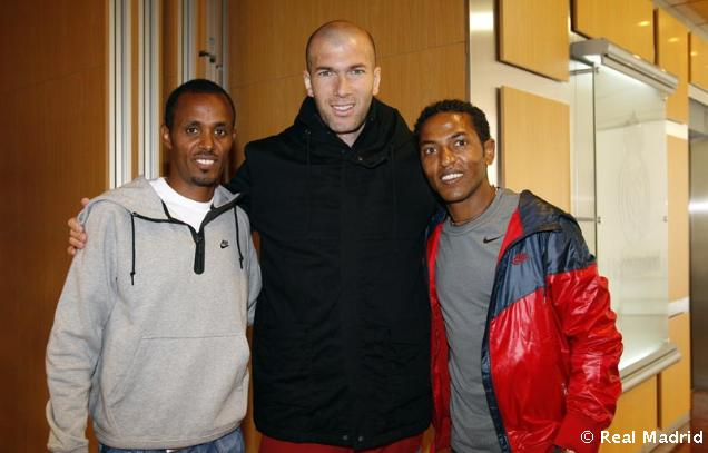 Yonas Kifle, Zinedine Zidane & Zersenay Tadese // foto: realmadrid.com