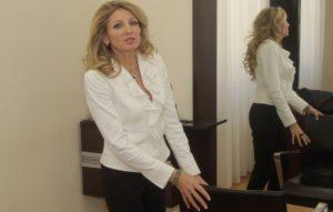Constantina Diță, la coafor // foto: Marian Burlacu