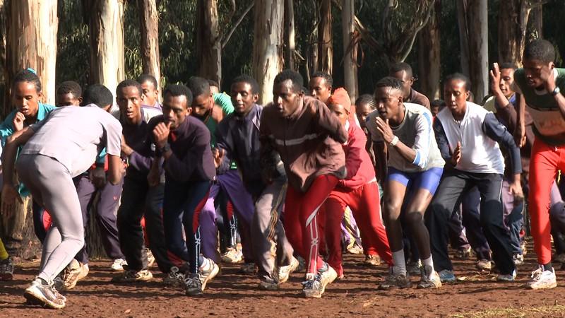 Alergători, la antrenament în Bekoji, Etiopia