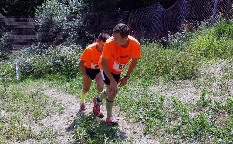 alergatori trail, munte, cărare, potecă