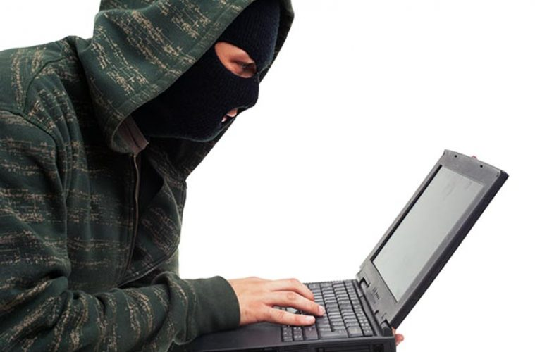 Atlet prins la furat tablete, laptopuri