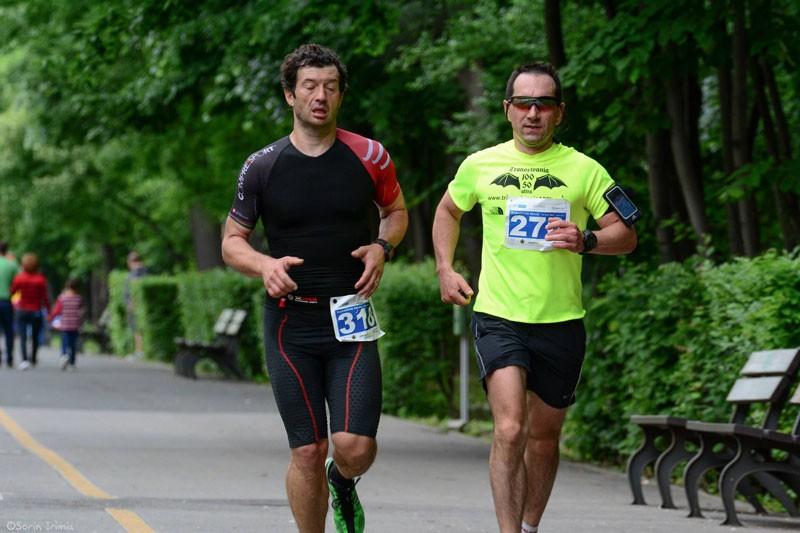 Alături de prietenul și colegul lui, Mihai Latiș, medic anestezist, și el ultramaratonist montan