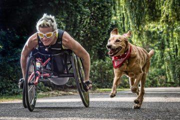 Marieke Vervoot, alături de câinele ei, Zen