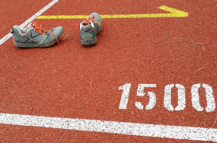 Airia, pantofii suedezi de alergare, pe pista
